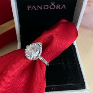 Pandora Radiant teardrop ring